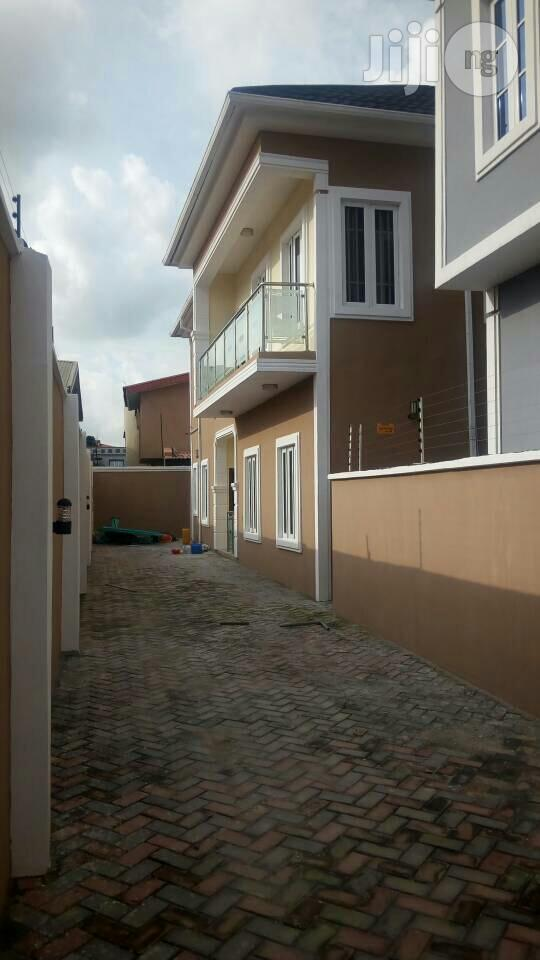 Archive: Newly Built 5bedroom Duplex in Magodo Phase 1 For Sale.
