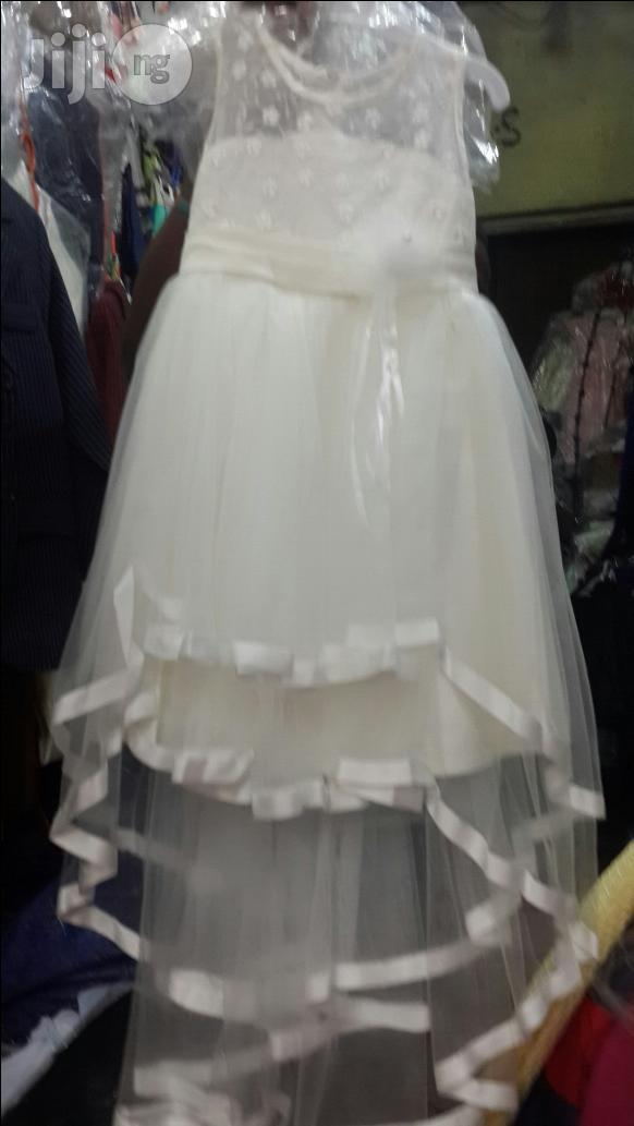 We Deal On Little Bride Wears With Tail For Ur Special Weddings