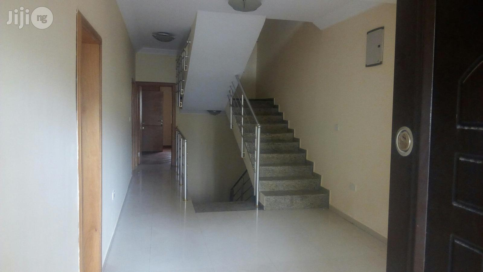 A Service 4 Bedroom Townhouse With an Attached One Room Staff Quarters on Ihuntayo Street, Oniru Estate, Lagos | Houses & Apartments For Rent for sale in Victoria Island, Lagos State, Nigeria