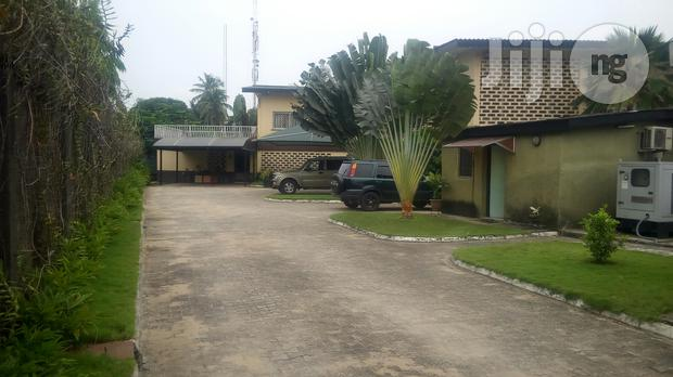 Archive: 5 Bedroom Detached House With 2 Room Staff Quarters Off Kofo Abayomi Street
