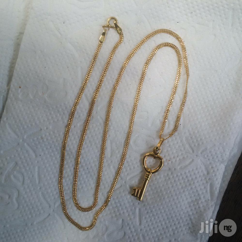 ITALY 750 Pure 18karat Gold Carpet Design Wit Key Pendant | Jewelry for sale in Lagos Island (Eko), Lagos State, Nigeria