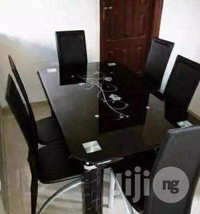 Smart 6-Sitter Dinning Table