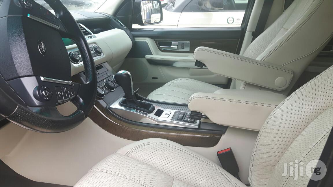 Archive: Land Rover Range Rover Sport HSE Lux 2012 Black