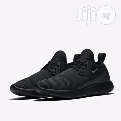 Nike Lunarcharge Essential Sneakers