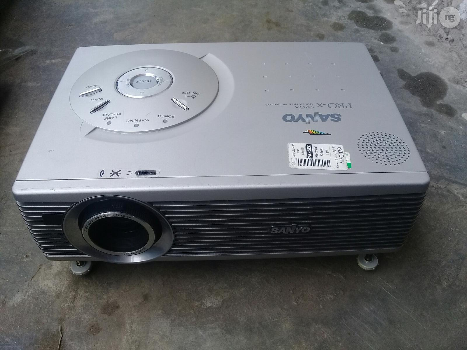 Clean Sanyo Projector