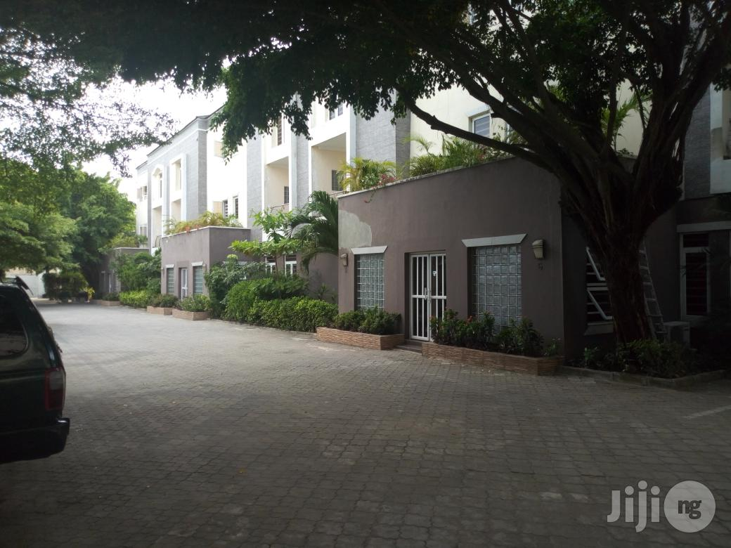 Available For Lease: Servived 3 Bedroom Maisonette With An Attached Room Staff Quarters In Dideolu Estate, Victoria Island, Lagos State.