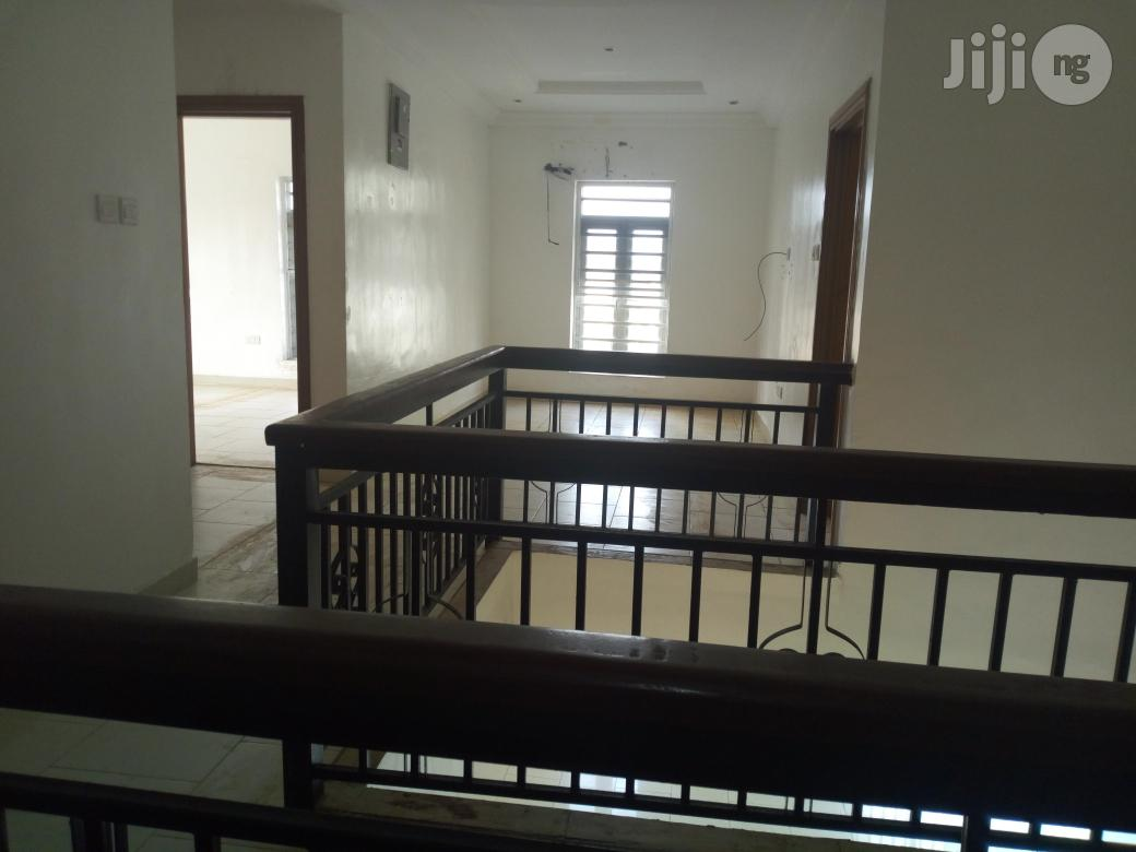 Available For Lease: Servived 3 Bedroom Maisonette With An Attached Room Staff Quarters In Dideolu Estate, Victoria Island, Lagos State. | Houses & Apartments For Rent for sale in Victoria Island, Lagos State, Nigeria