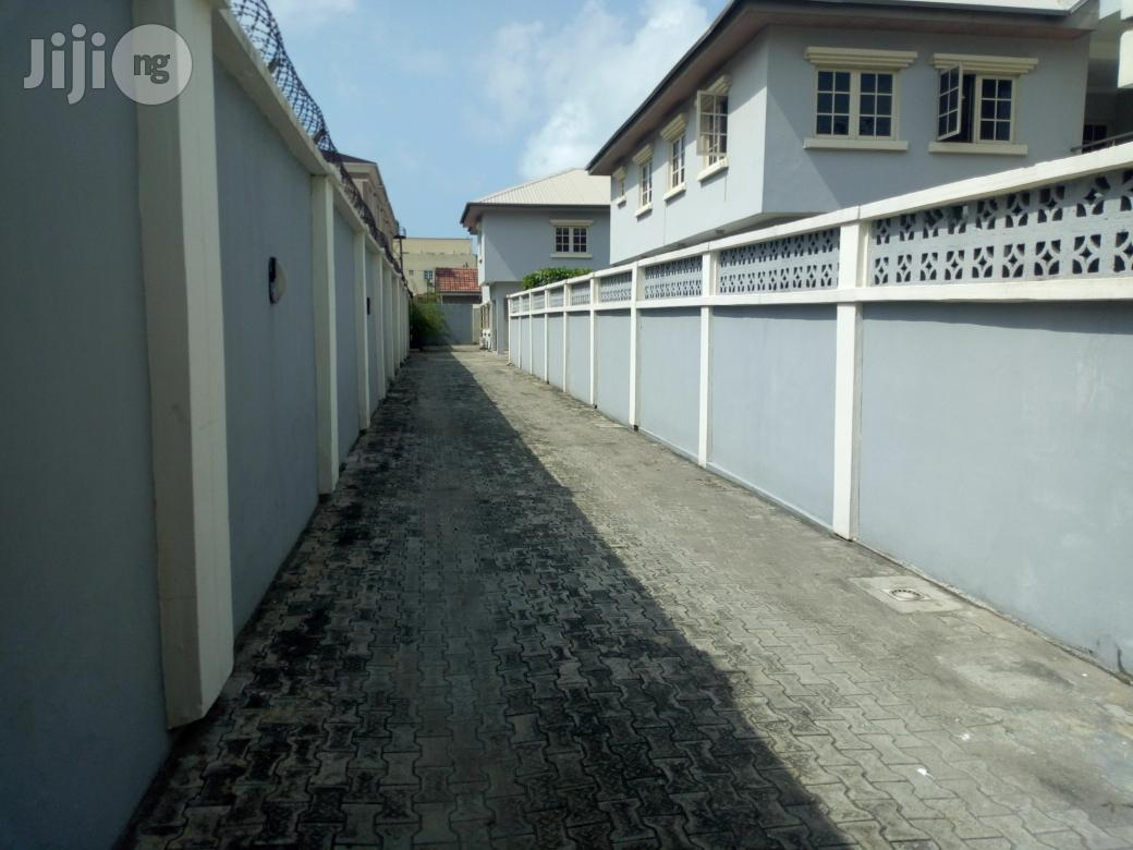 Archive: Available For Lease: 5 Bedroom Detached House With A Room Staff Quarter Suitble For Either Residential Or Office Use Along Palace Road, Oniru Estate, Lagos