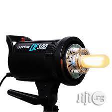 Set Of Godox Studio Light / Studio Strobe DE300 With Trigger