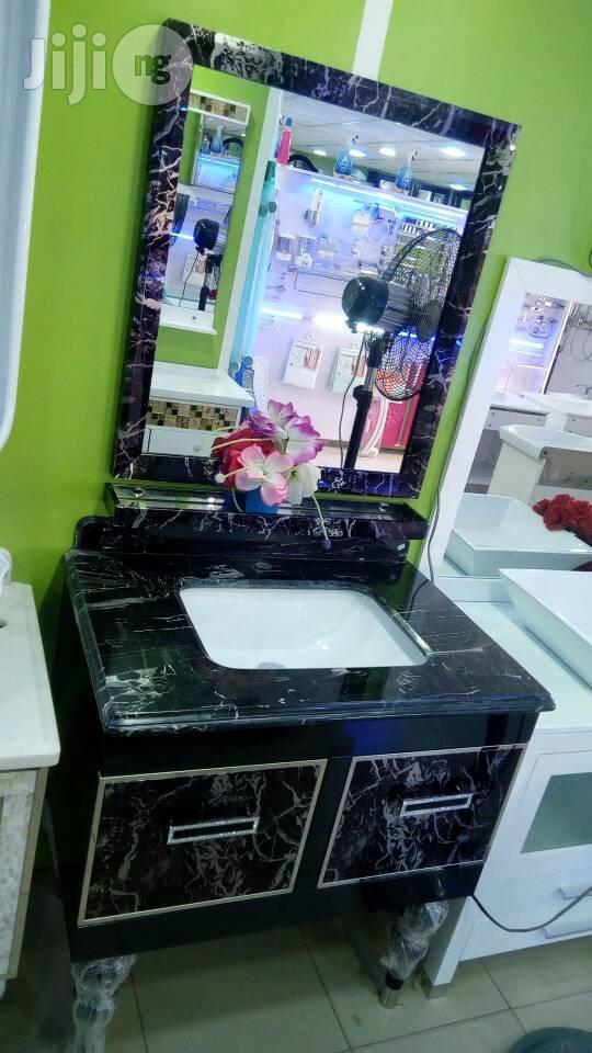 Cabinets Basin