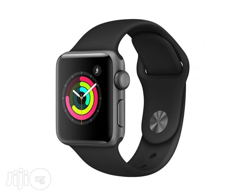 Apple Watch Series 5 40mm Black | Smart Watches & Trackers for sale in Shomolu, Lagos State, Nigeria
