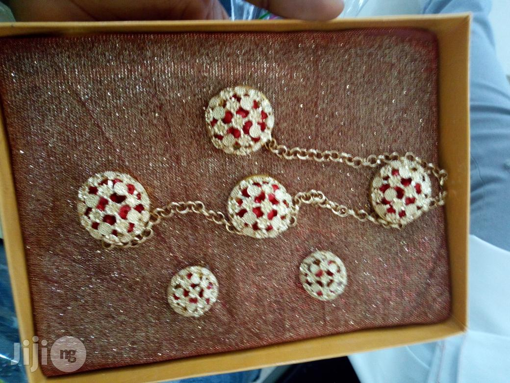 Archive: 9ja Delta Chains Buttons With Cufflink