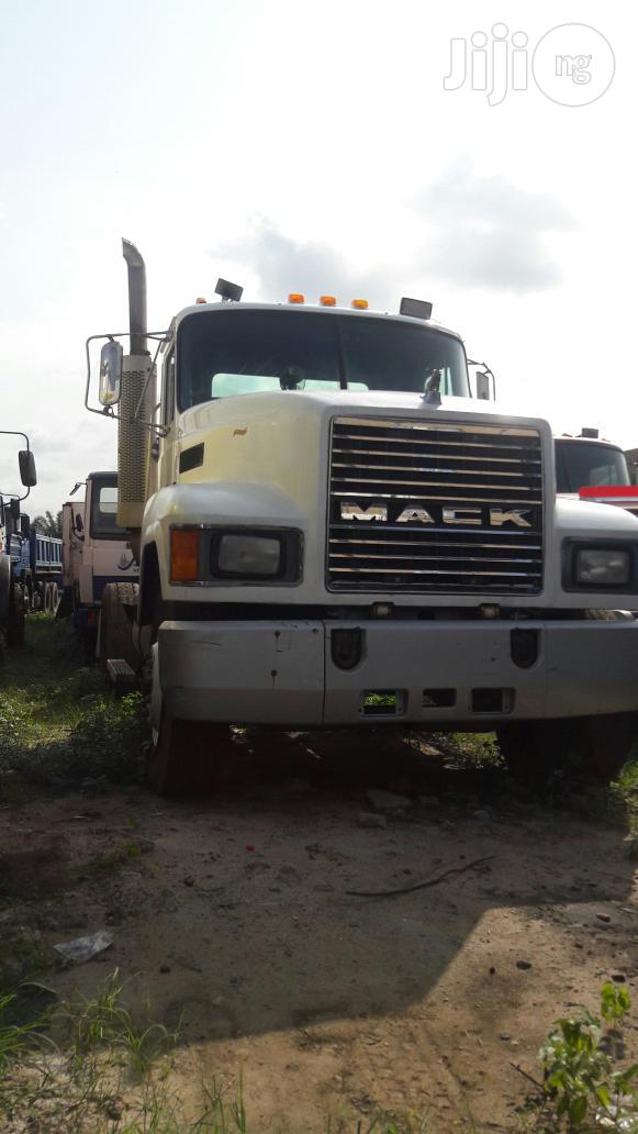 Archive: Mack CH Tractor Head 2000