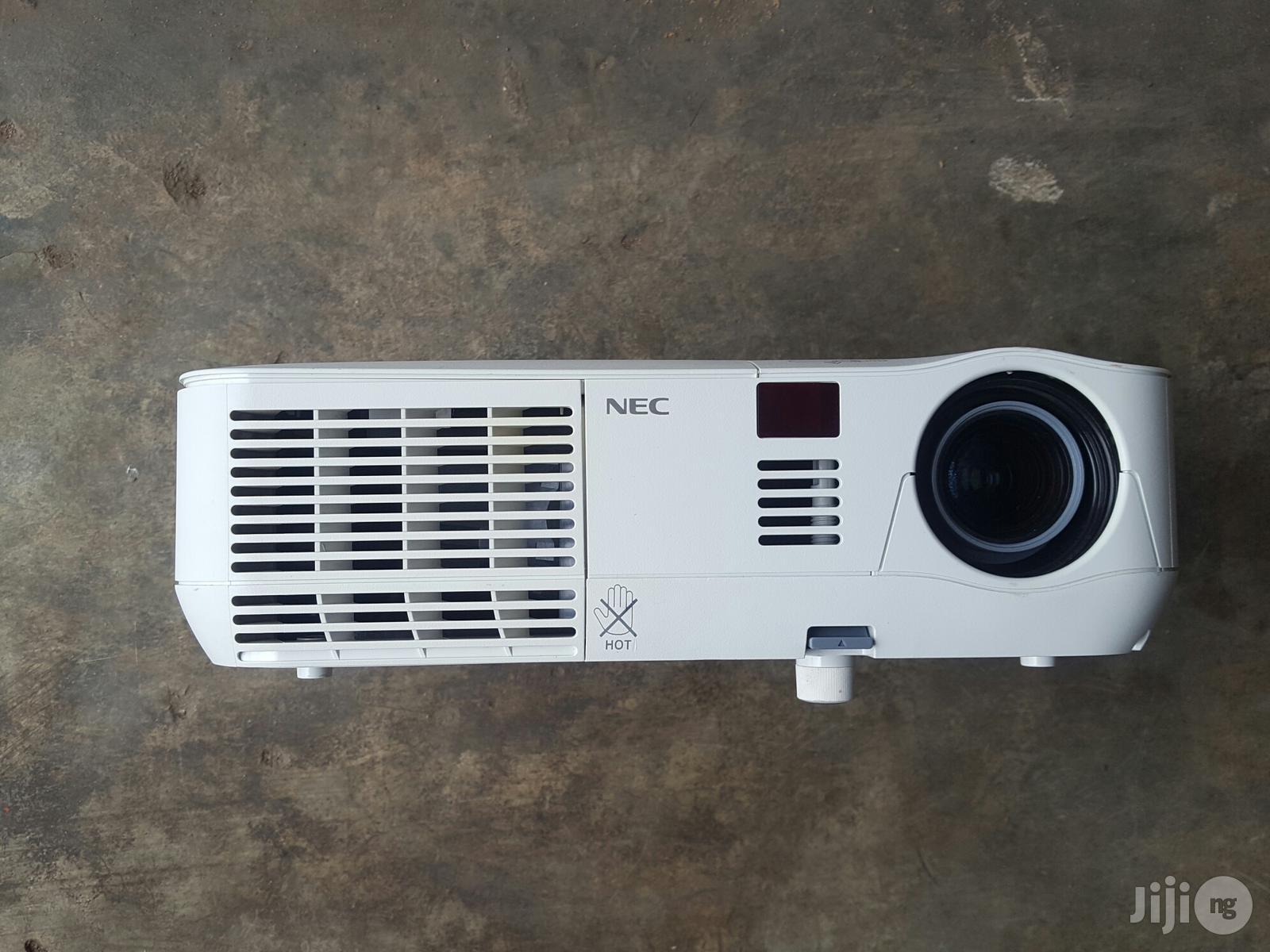 HDMI Nec Projector V260V