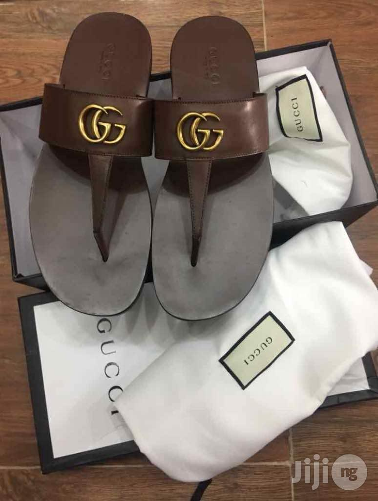 Gucci Leather Thong Sandal With DoubleG (Brown)