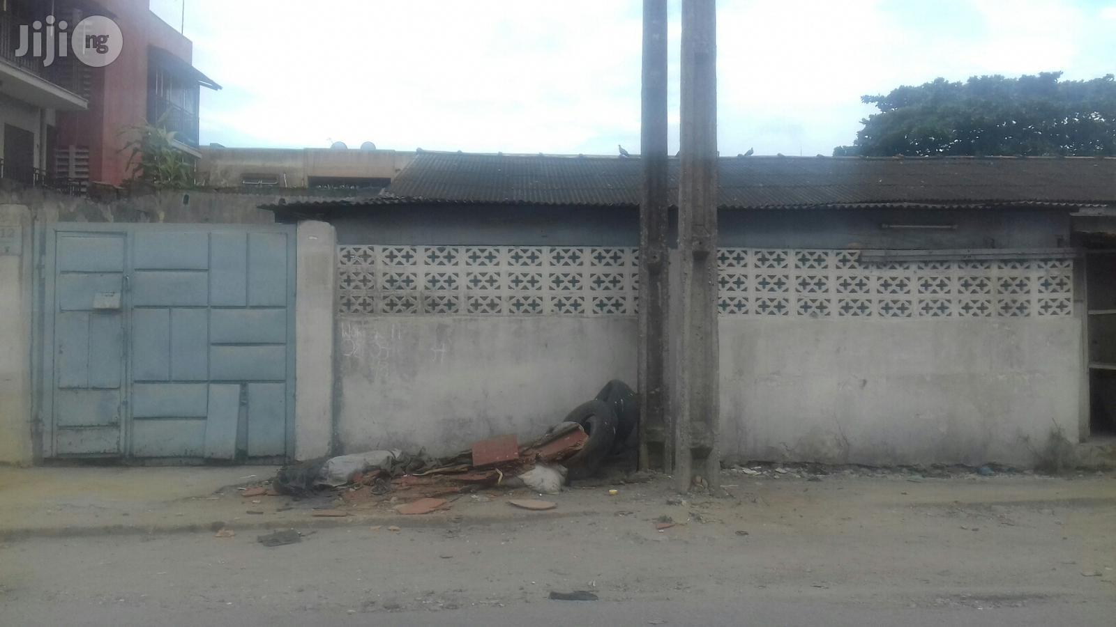 3 Bedrooms Bungalow Off Akerele Surulere Lagos For Sale