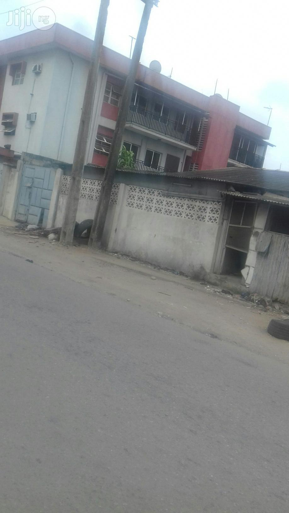 3 Bedrooms Bungalow Off Akerele Surulere Lagos For Sale | Houses & Apartments For Sale for sale in Surulere, Lagos State, Nigeria