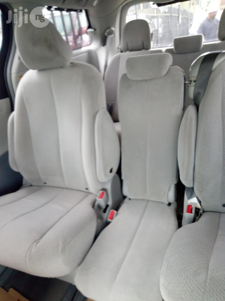 Toyota Sienna Limited FWD 7-Passenger 2013 Beige   Cars for sale in Ibadan, Oyo State, Nigeria