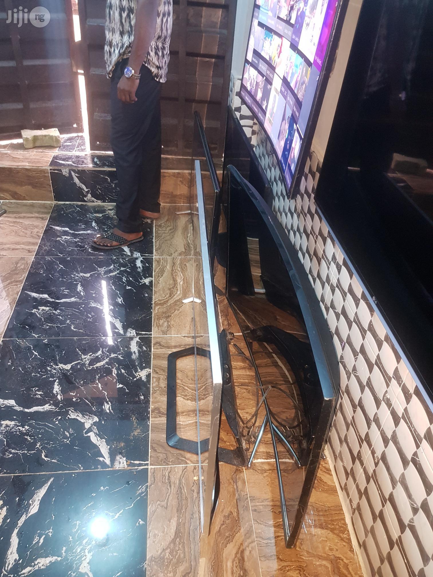 """Ultra Slim 47"""" LG Frameless Cinema 3D Smart TV"""