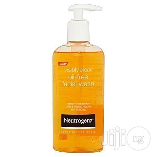 Neutrogena Visibly Clear Oil-Free Facial Wash -- 200ml.