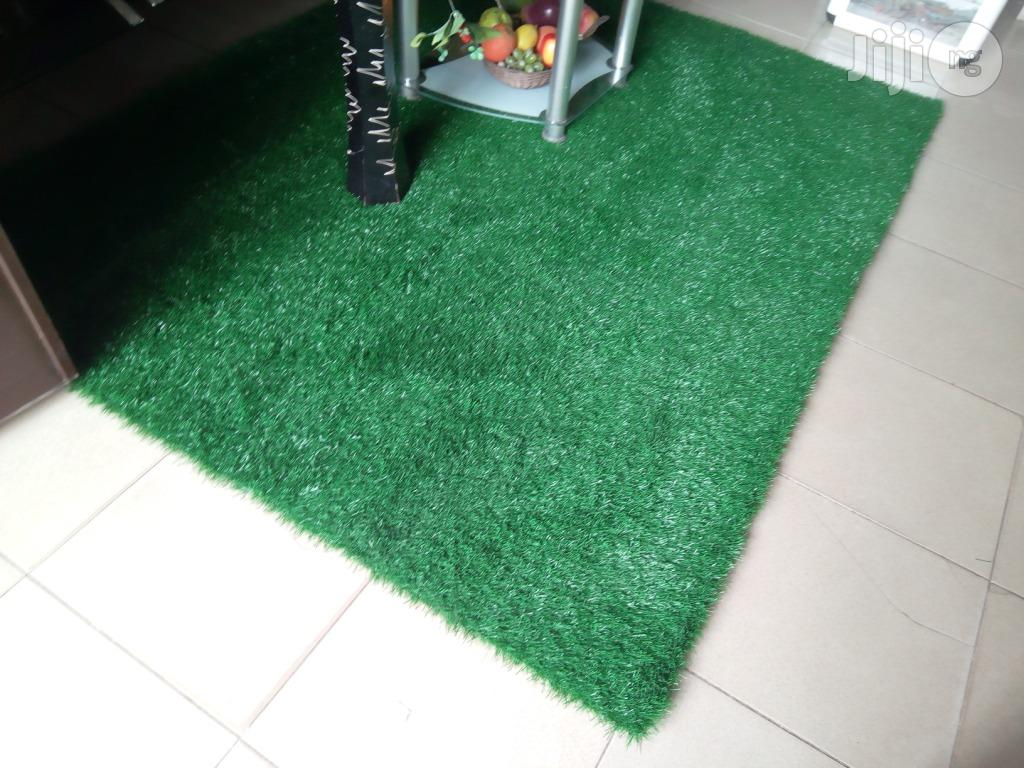 Artificial Grass Carpet Center Table Rugs Available For Sale Now