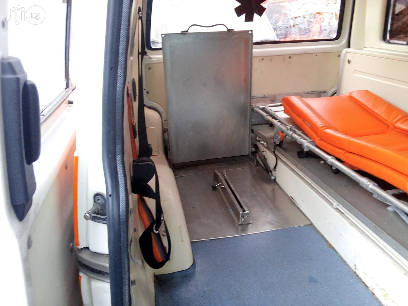 Volkswagen Transporter 2001 White | Buses & Microbuses for sale in Apapa, Lagos State, Nigeria