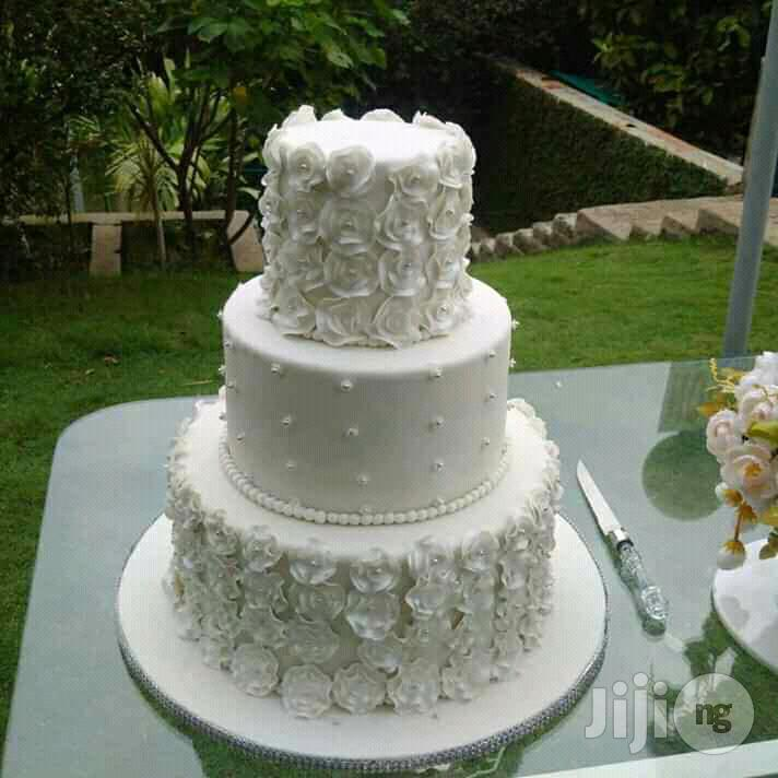 Archive: 3 Tiers All White Wedding Cake