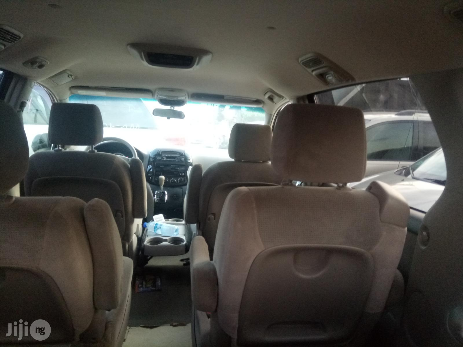 Archive: Toyota Sienna LE 2005 Gold