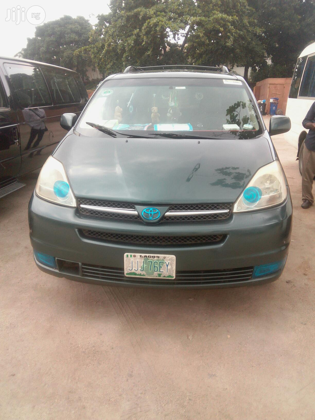 Toyota Sienna For Hire