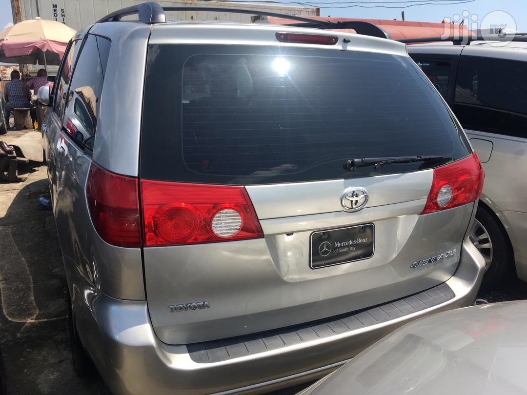 Toyota Sienna 2008 Silver | Cars for sale in Apapa, Lagos State, Nigeria