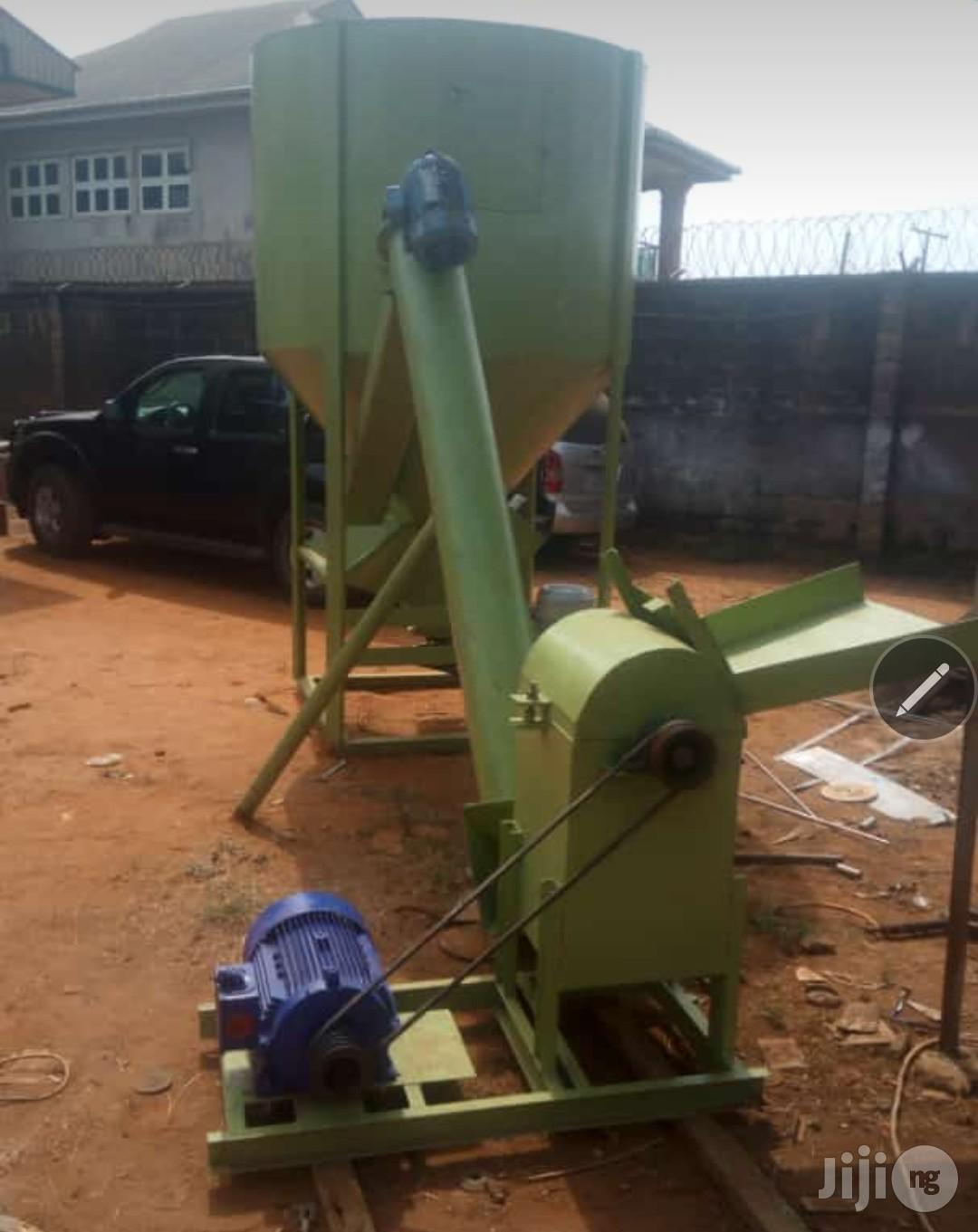 2 Ton / Hour Capacity Feeds Milling Machine