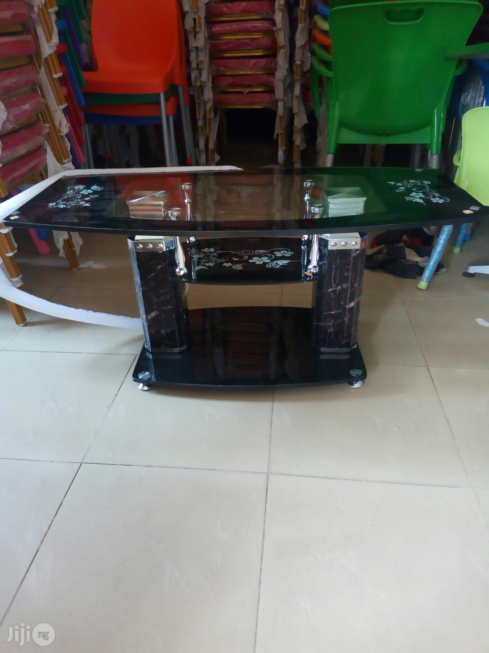Centre Tables With Glass   Furniture for sale in Oshodi, Lagos State, Nigeria