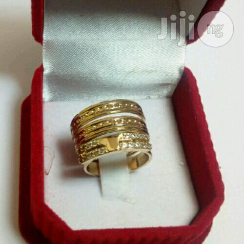 Rossy Gold Wedding Ring Set