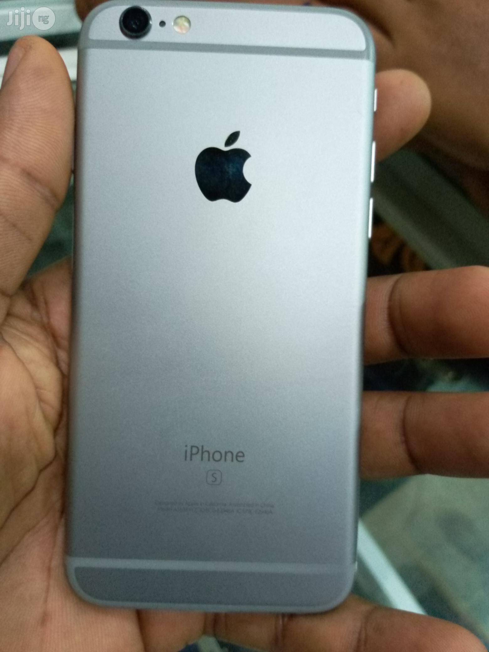 Apple iPhone 6s 64 GB Gray