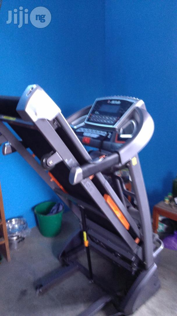 2.5hp Treadmill With Massager, Music, Incline and Twister