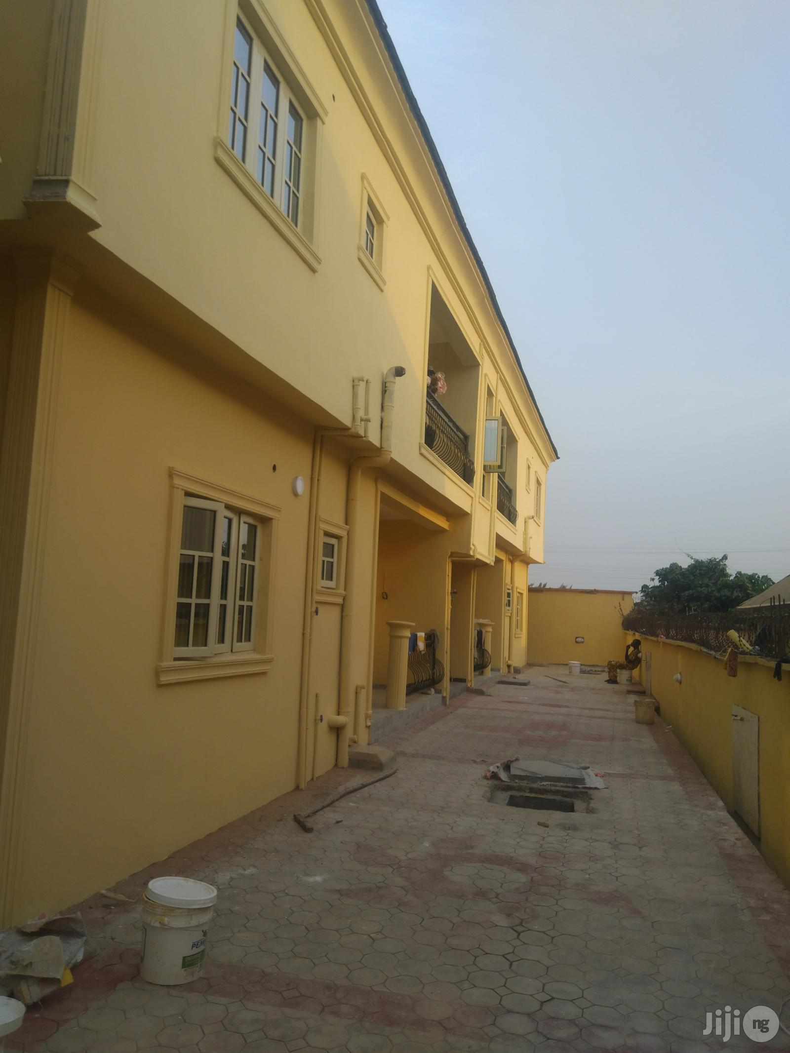 To Let Executive 2bedroom Flat Kfarm Estate