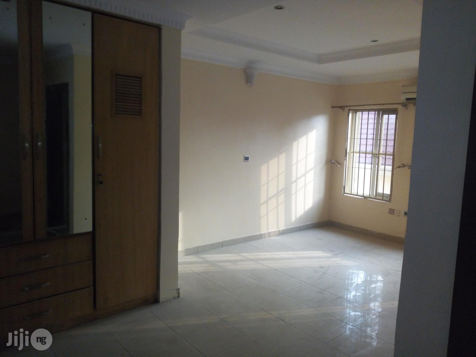 Service 3 Bedroom Townhouse On 3 Split Floors, Oniru Estate | Houses & Apartments For Rent for sale in Victoria Island, Lagos State, Nigeria
