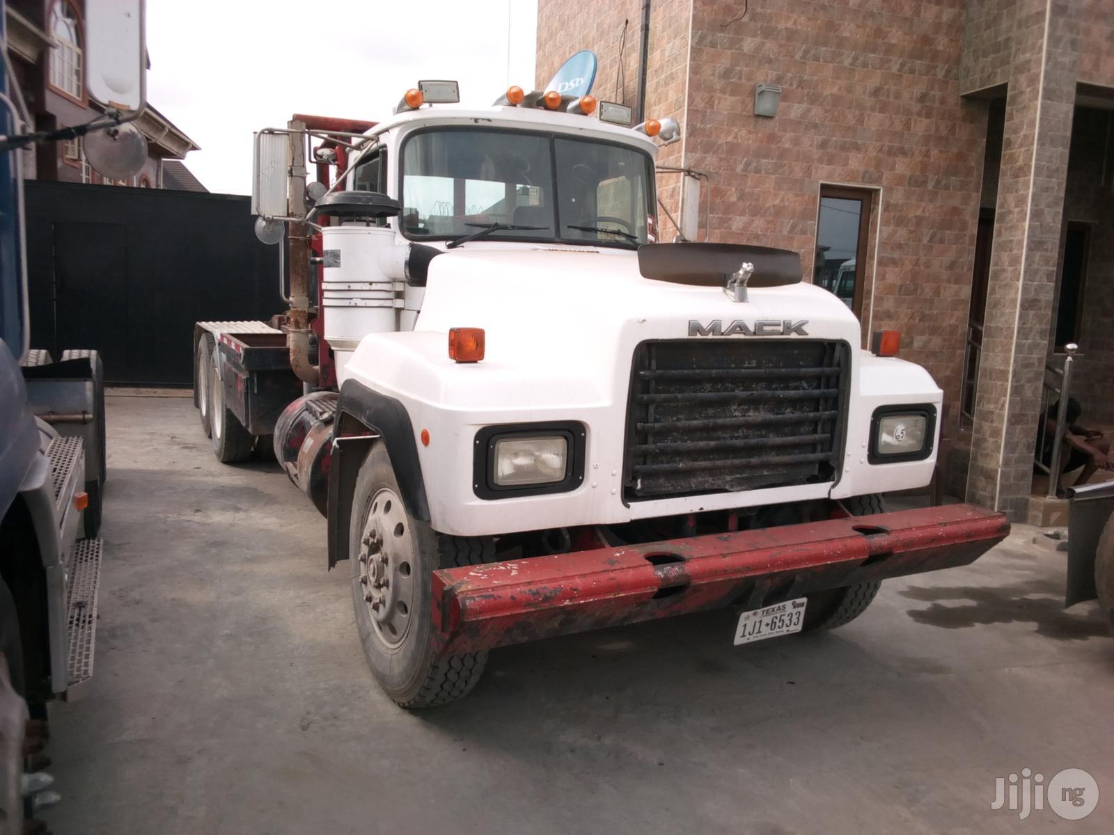 Mack RD Model Tractor Head 1988