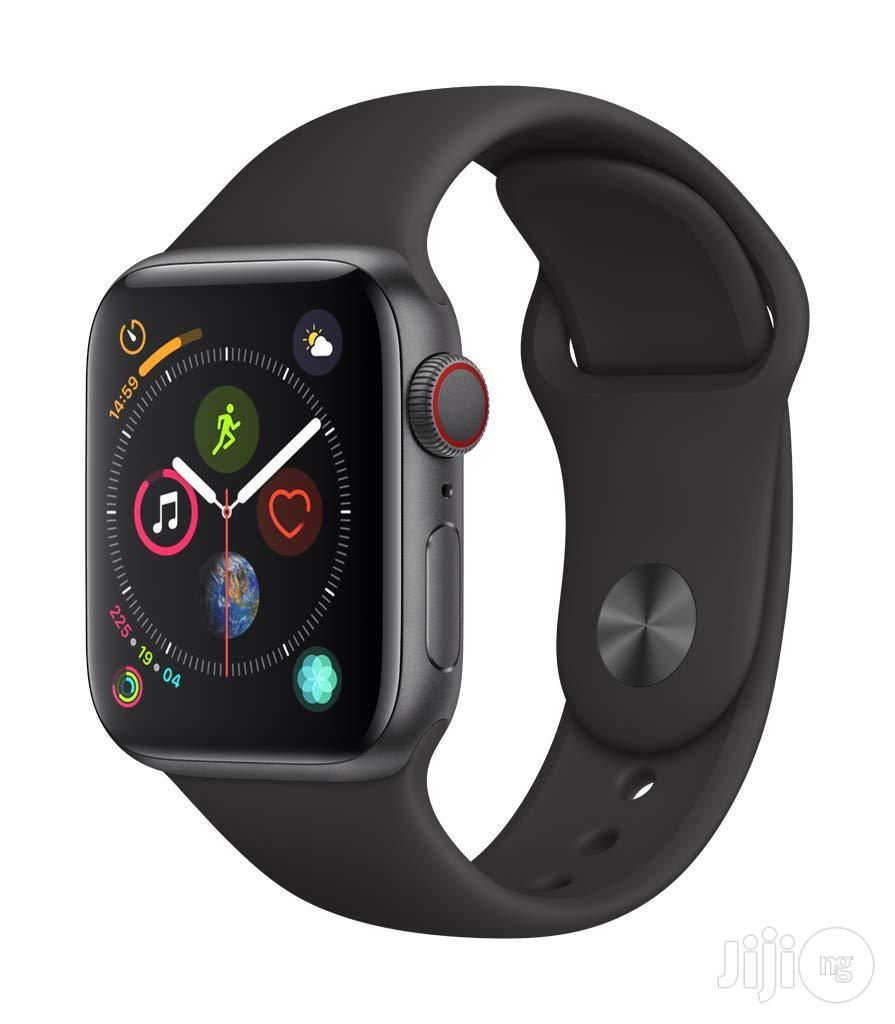 Apple Watch Series 4 (GPS + Cellular, 44mm) - Space Gray