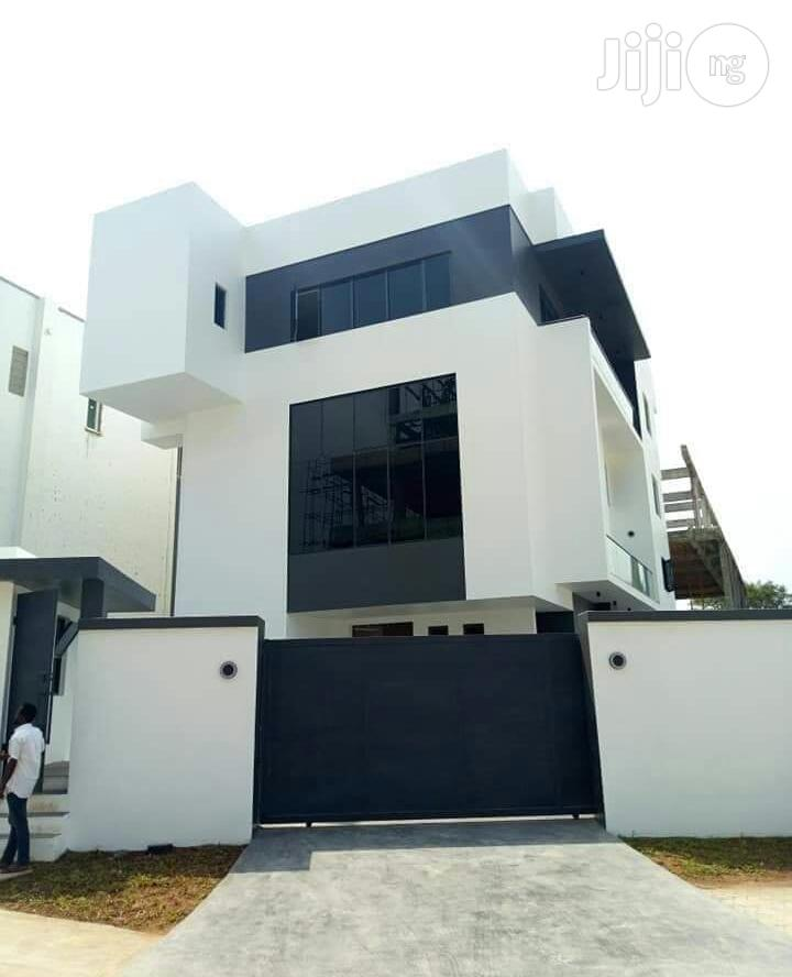 Contemporary 5 Bedroom Fully Detached House at Banana Island for Sale