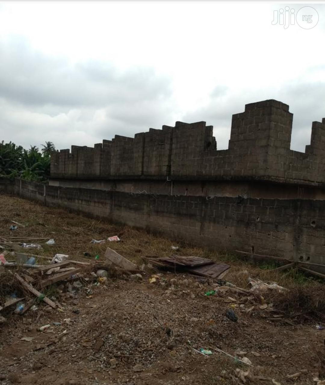 Virgin Land of 400sqm for Sale at Sholuyi Gbagada.