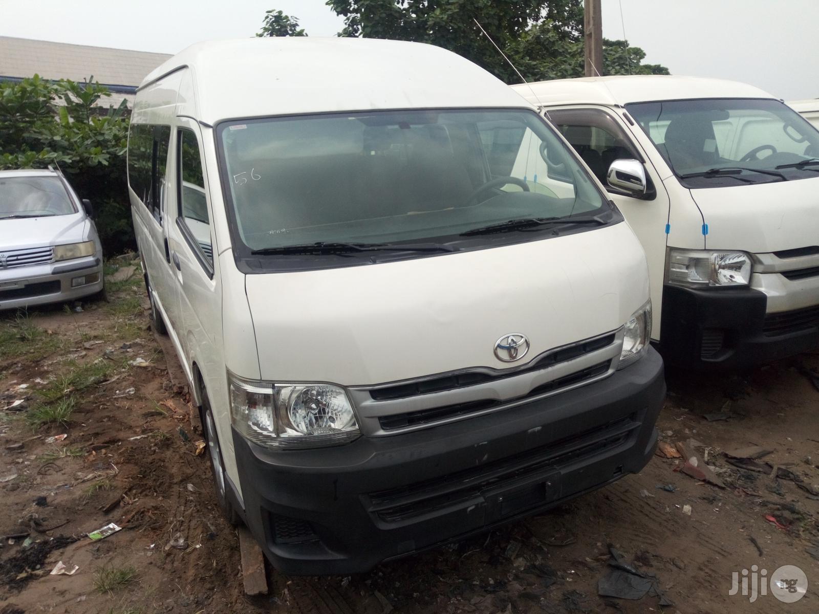 Toyota HiAce 2015 White