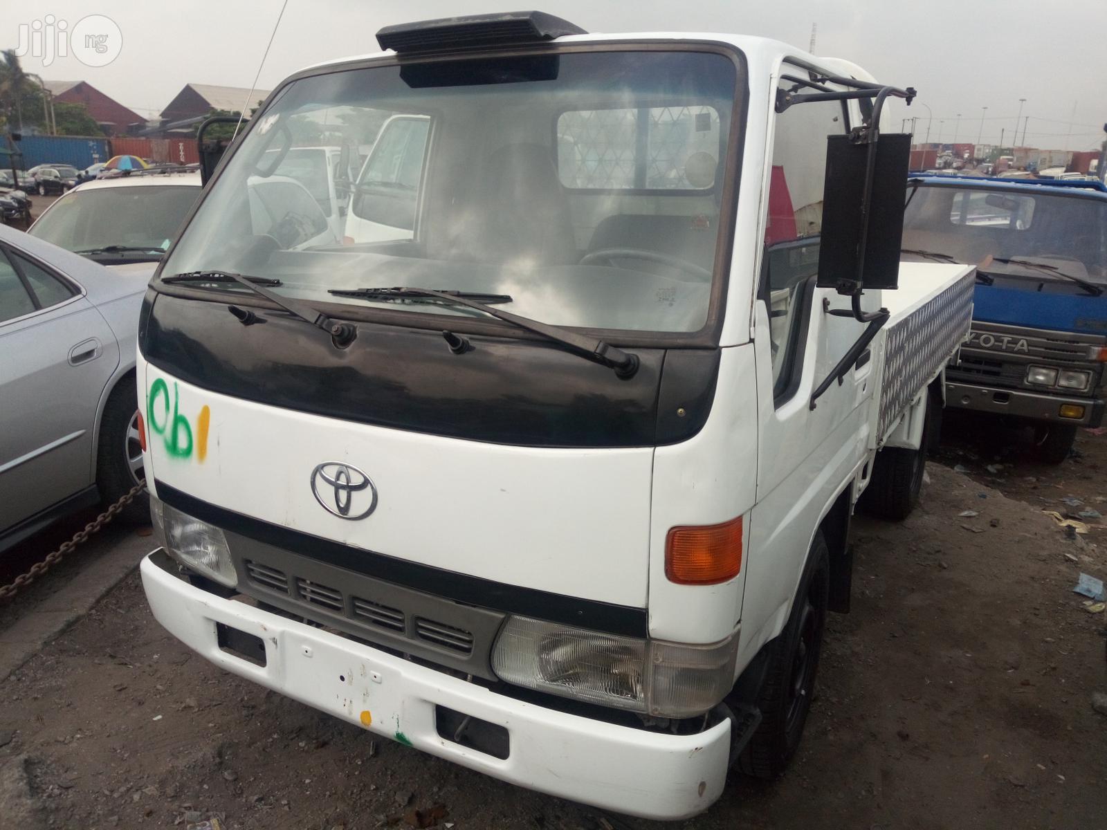 Toyota Dyna 1997 White
