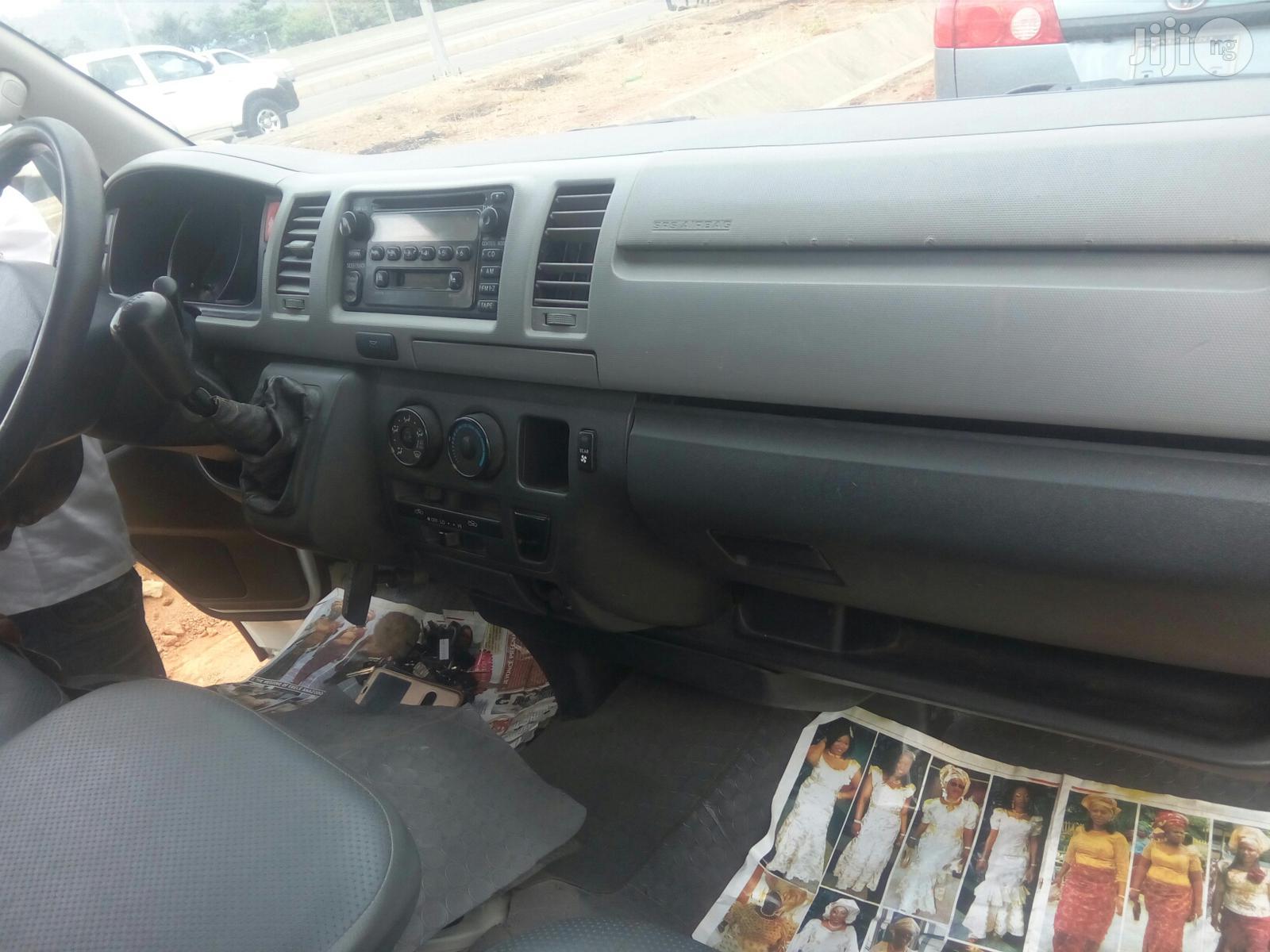 Toyota HiAce 2012 White | Buses & Microbuses for sale in Gwarinpa, Abuja (FCT) State, Nigeria