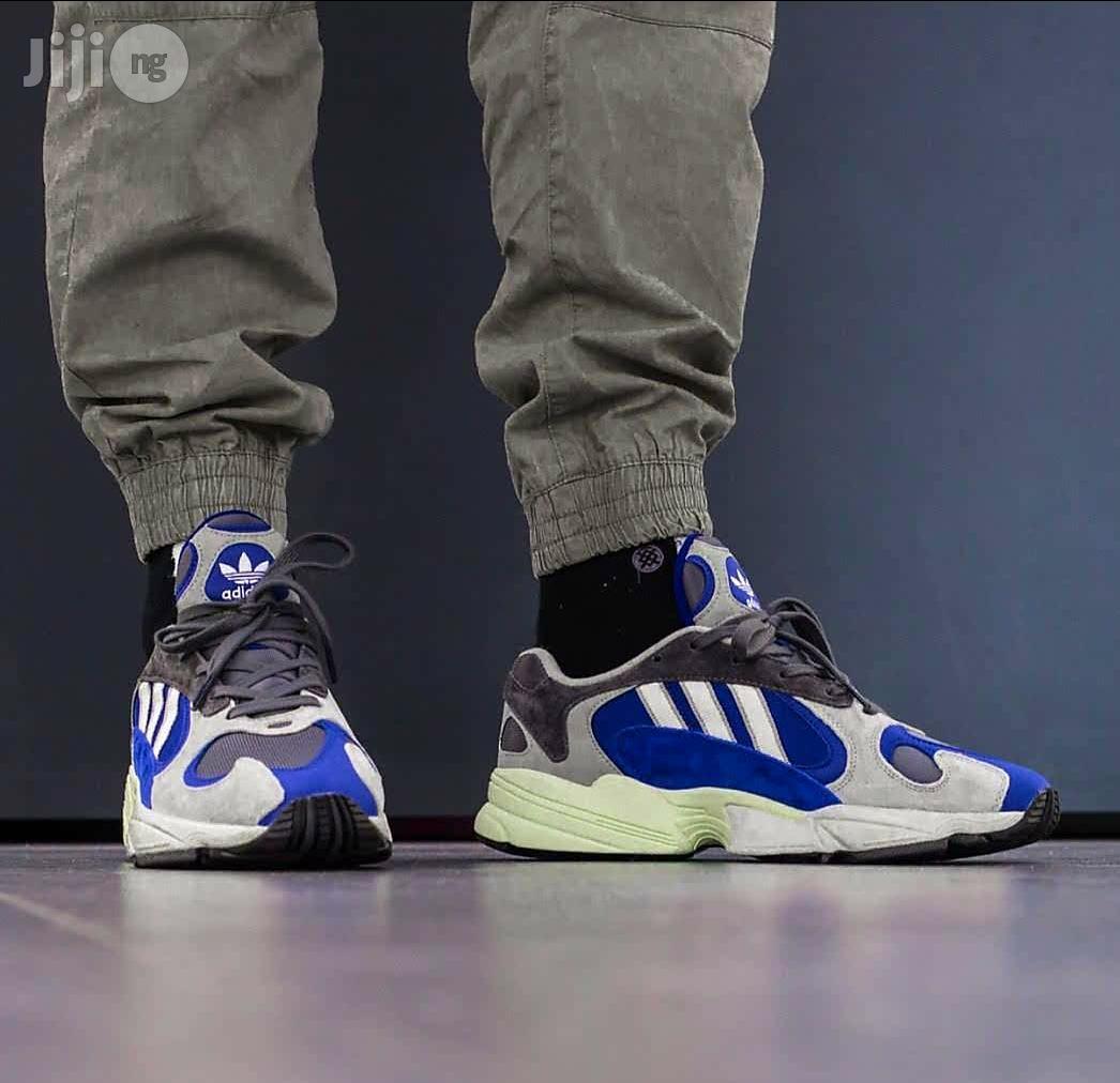 Borde tonto alineación  Archive: Adidas YUNG-1