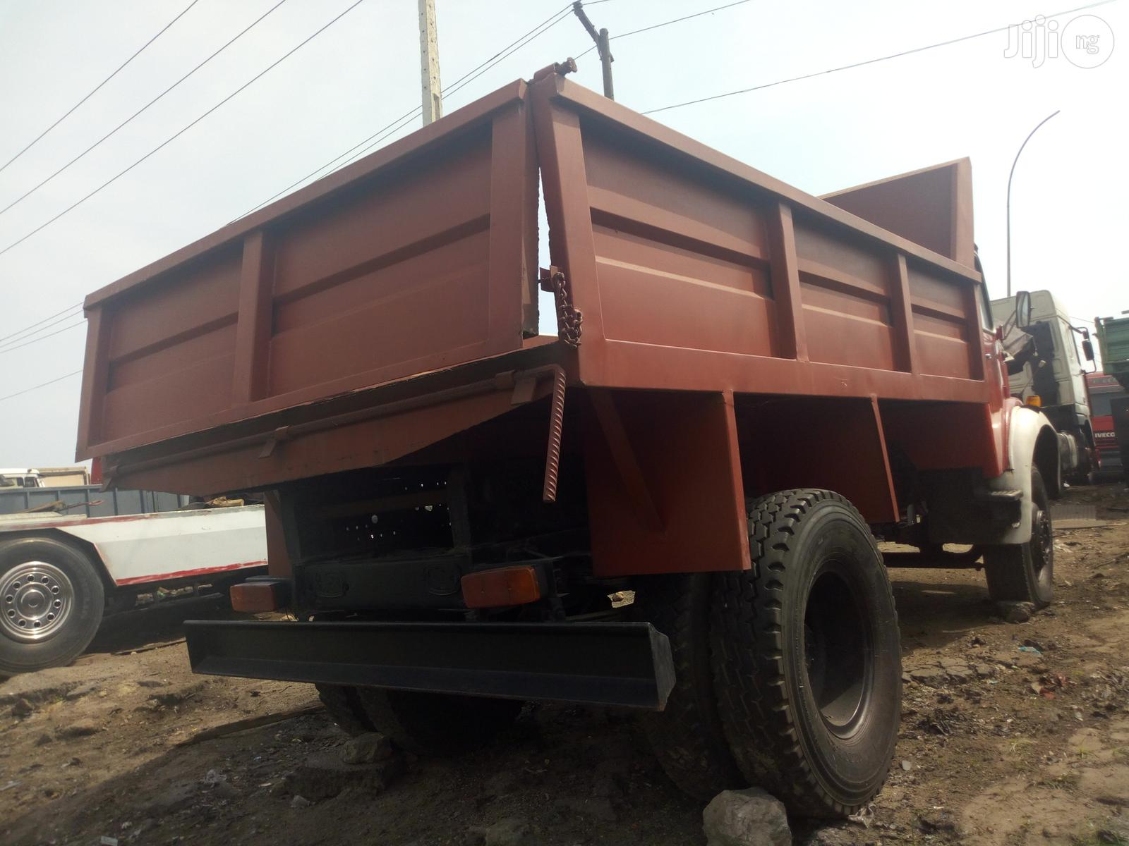 Clean Mercedes Benz 911 1986 Model Red Colour Sharp | Trucks & Trailers for sale in Apapa, Lagos State, Nigeria