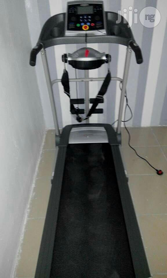 New USA Fitness 2HP Treadmill With Massager, Mp3 Player and Incline