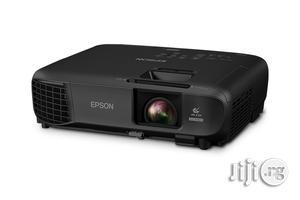 EPSON 3600lumens Ex9220   TV & DVD Equipment for sale in Lagos State, Ikeja