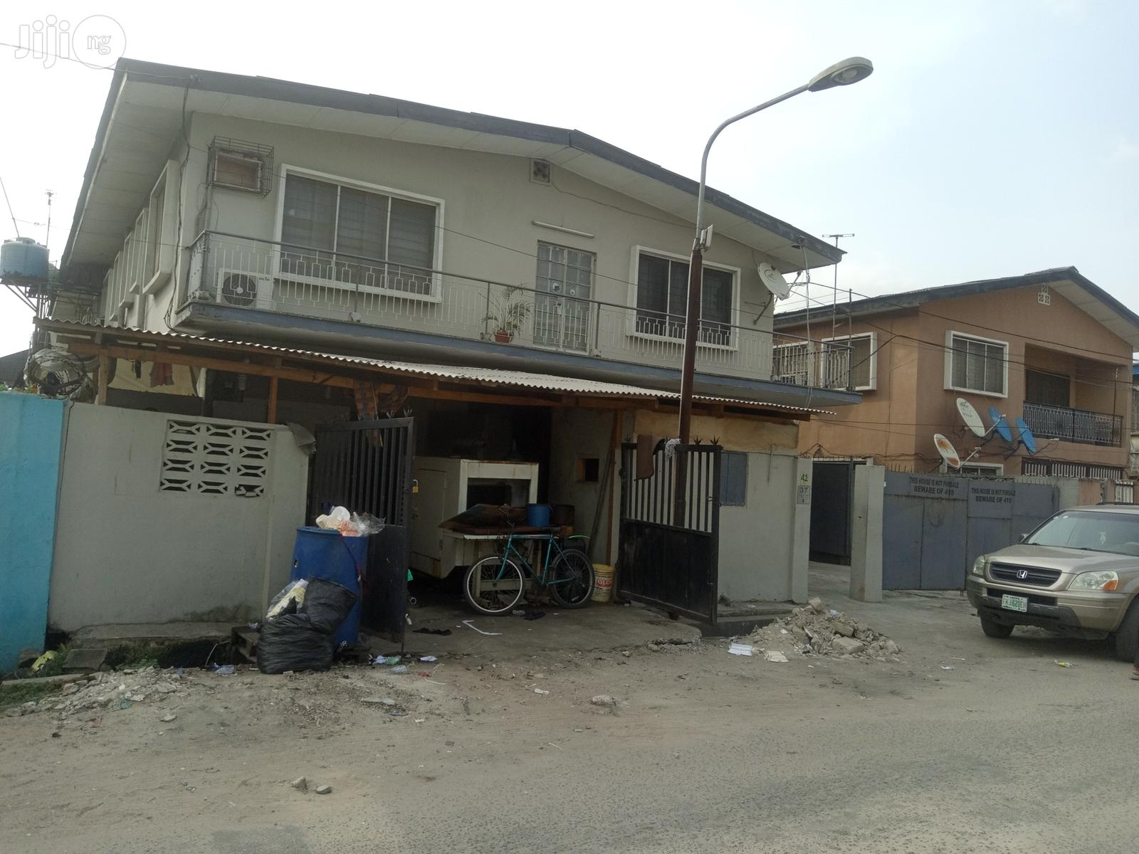A Block of 4 Flats of 3 Bedroom Flat | Houses & Apartments For Sale for sale in Surulere, Lagos State, Nigeria