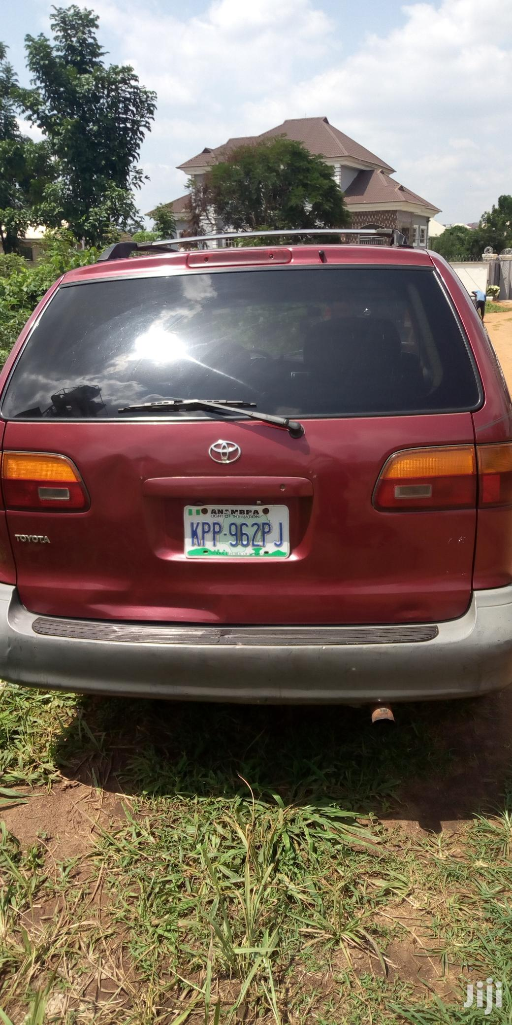 Archive: Toyota Sienna 2000 Red